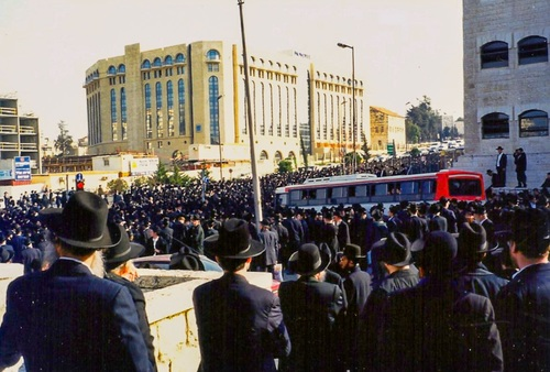 Partial view of the crowd at the levaya 4