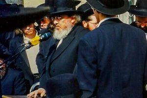 Rav Baruch Mordechai Ezrachi being maspid (2)
